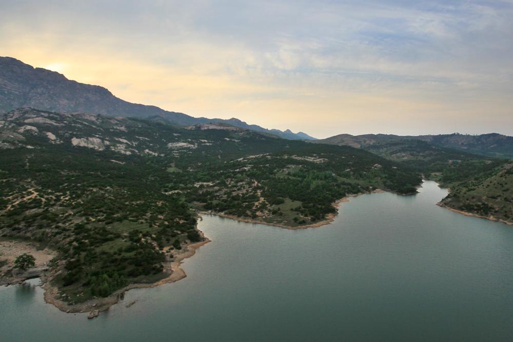 河山风景区位于日照市北十公里处,东邻日照旅游黄金海岸,紧靠